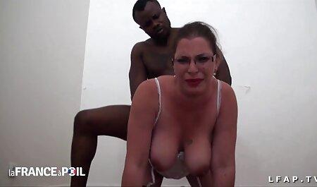 مرد جوان رابطه جنسی با ایدی کانال های سکسی عمه.