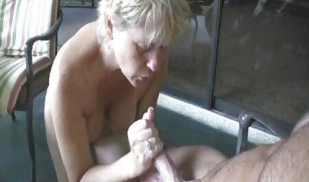 یک دختر کانال فیلم های سکسی در تلگرام با دو