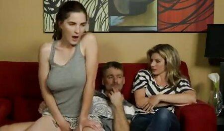 یک دختر در دیدار یک مرد با دهان او, نوازش تلگرام کانال های سکسی و سپس بر روی آن نشسته.