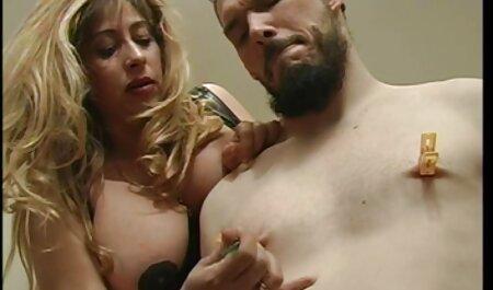یک دختر جذاب با استیکر سکسی خفن یک مرد جوان,